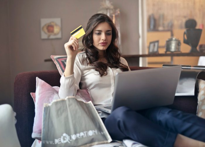 VShareContent.com Online marketing tips - woman shopping online and hold a credit card